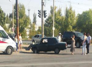 Автоледи «красиво» подрезала соседнее авто и попала в аварию в Волжском