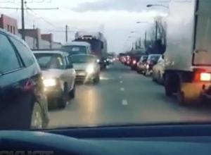 Пафосной автоледи посреди дороги оказался мажор из Волжского