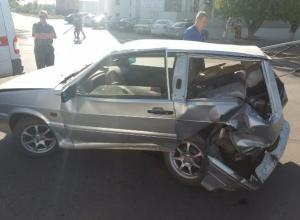 Неадекватный водитель иномарки устроил разборки с полицейскими после сильной аварии в Волжском