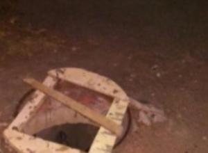 Открытый колодец на оживленной улице угрожает жизням горожан в Волжском
