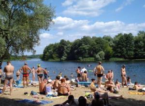 К купальному сезону начали готовиться в Волжском: на городском пляже очистят берег и дно Ахтубы