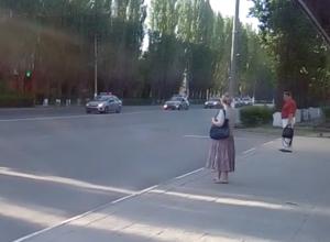 С десяток полицейских машин с сиреной пронеслись по главной улице Волжского