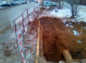Асфальт в Волжском может рухнуть из-за неправильных земляных работ