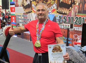 Сотрудник института из Волжского стал чемпионом мира по жиму лежа