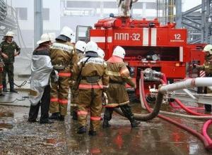 Огненная стихия захватила новенький УАЗ в Волжском