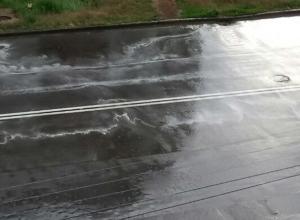 Новенькая дорожная разметка размылась с первым дождем в Волжском