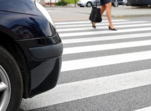 Водитель, сбивший молодую женщину в Волжском, умчал по делам, оставив ей свой номер