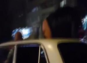 Попка волжанина засветилась на крыше автомобиля