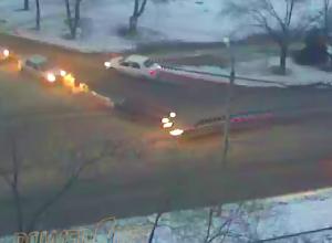 Водитель иномарки улетел в дерево после ДТП в Волжском