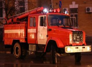 В Волжском эвакуировали 15 жильцов из-за пожара на Набережной