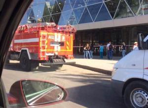 Из волгоградских торговых центров эвакуировали волжан из-за угрозы взрыва