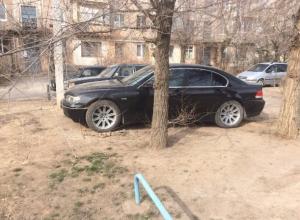 Из-за равнодушия властей наш двор превратился в круглосуточную бесплатную стоянку, - волжанка Дина Туровская