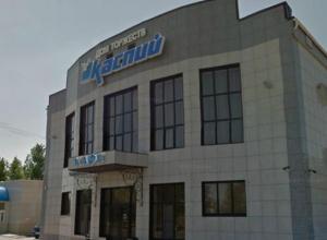 Территорию за кафе «Каспий» в Волжском перекопали в поисках пропавших девушек