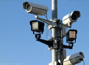 Волжским автолюбителям пояснили, что не нужны инфотаблички возле камер
