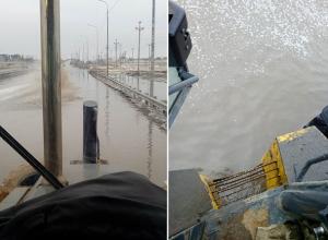 В Волжском тонут корабли: водитель погрузчика возмущен новым потопом