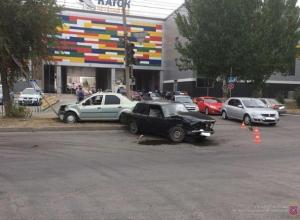 Пожилая автоледи спровоцировала ДТП в Волжском