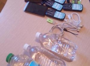 В Волжском задержали мужчину, пытавшегося перебросить спирт и телефоны