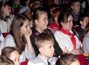 Волжские депутаты подарили детям новогодний праздник