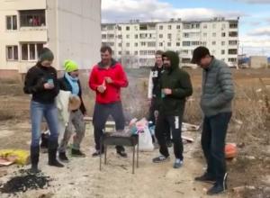 Во время пикника волжане сняли римейк клипа «Грибов», взорвавшего Интернет