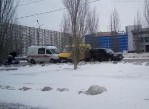 Пассажирка маршрутки пострадала в ДТП на улице Мира в Волжском