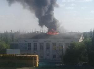 Вахтер здания рассказала о первых минутах разрушительного пожара в Волжском