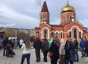 Сотни людей пришли проститься с погибшими от рук маньяка волжанками