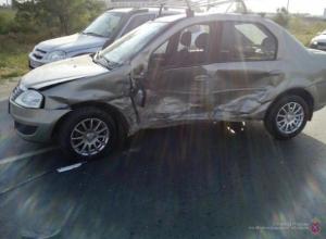 Два водителя пострадали в столкновении в Волжском