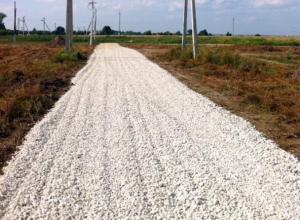 В Волжском начали отсыпку дороги для дачников