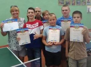 Дворовую команду футболистов решила поднатаскать женщина-тренер из Волжского