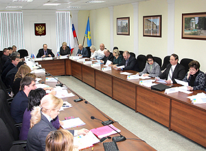Председатель гордумы Волжского опоздал на заседание, где предложили урезать его зарплату