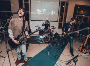 Мы взорвем Волжский своим электрик-роком, - гитарист группы «Пластик»