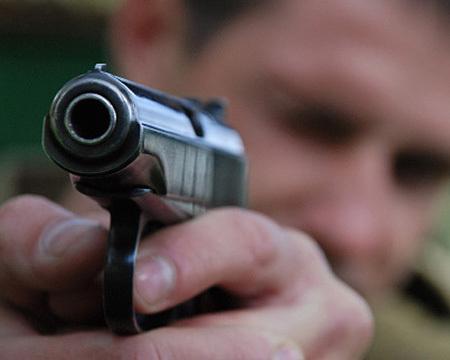 Охранник подстрелил напарника у входа в морг