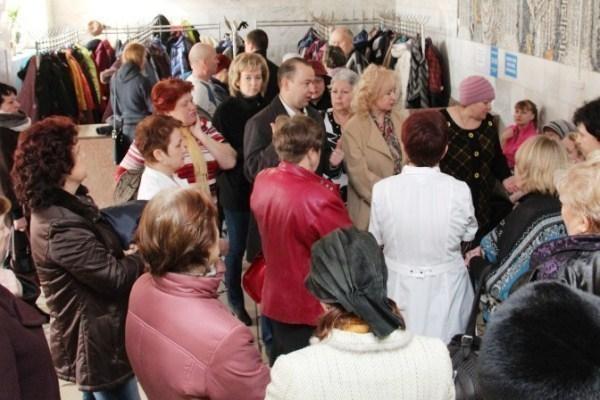 Депутаты Волжской гордумы постояли в очереди за талончиками
