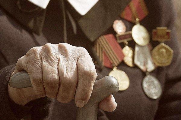 В Камышине соседи засыпали двор ветерана Великой Отечественной камнями