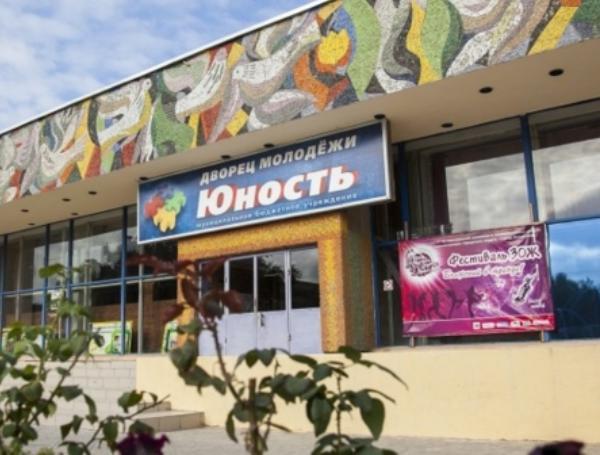 КМЦ «Юность» Волжского закупает тринадцать противопожарных дверей