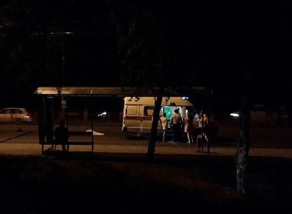 На юге Волгограда 21-летнюю девушку насмерть переехали ВАЗ-2112 и Land Cruiser