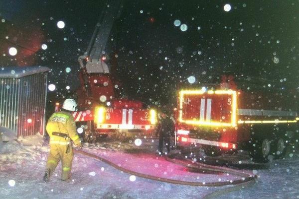 Под Волгоградом ночью злоумышленники сожгли автобус
