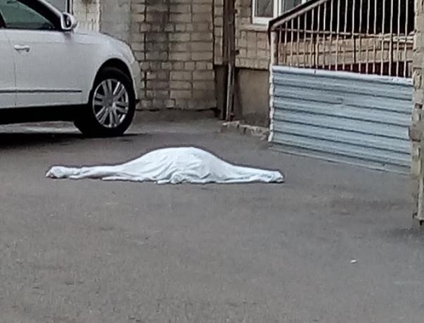 Волжанка разбилась насмерть, выпав из окна «тысячника»