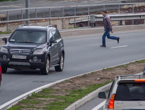Подросток и женщина попали под колеса авто 9 мая в Волжском