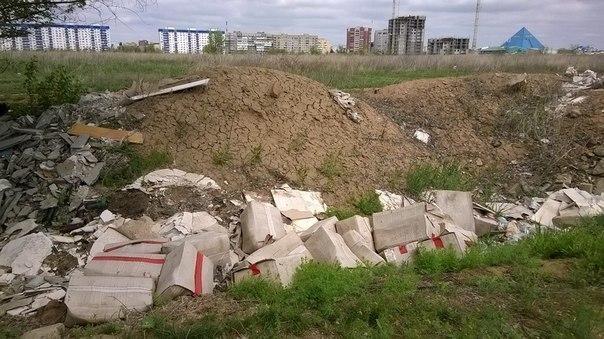 В Волжском выбросили гору медицинского мусора
