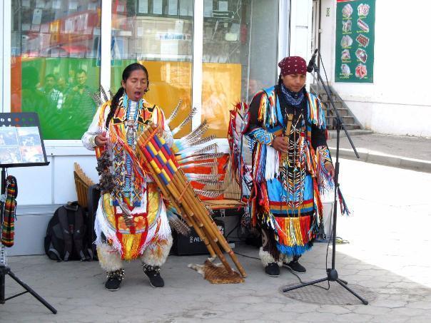 Волжских зоозащитников шокировали гастроли  индейцев-музыкантов