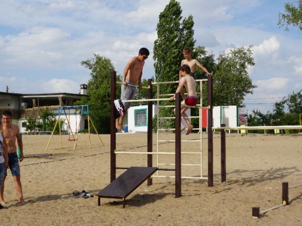 Для волжан преображают городской пляж