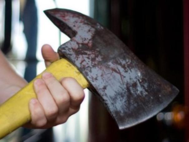 За отказ занять денег сельчанин до смерти забил соседа молотком и топором