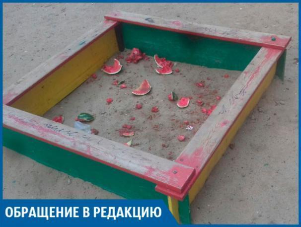 Местные жители загадили детскую площадку, - волжанин