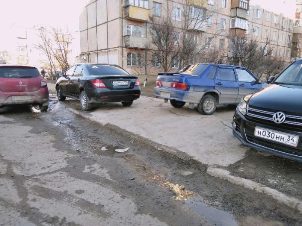 Короли на дорогах в край обнаглели в Волжском