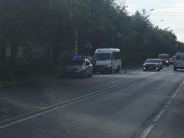 Водитель маршрутки сбил школьницу в Волжском