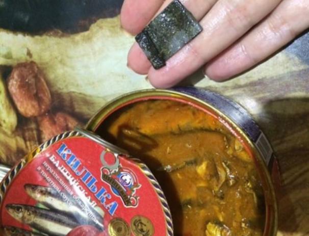 Ржавый кусок метала в одной банке с рыбой попался волжанке