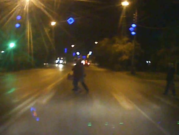 Остаться в живых: волжане, бегущие на «красный», попали на видео