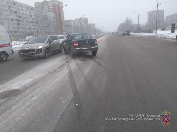 Автомобилист сбил двух школьников на «зебре» в Волжском
