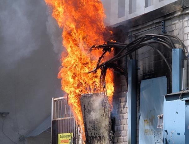 В Волжском загорелась подстанция